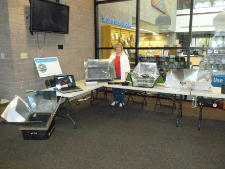 Solar Cooking demo in Glendale Arizona March 2013